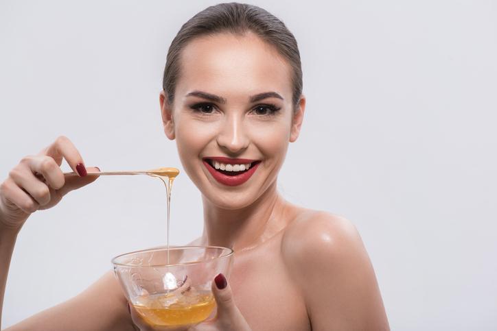 mascarilla exfoliante de miel y azúcar