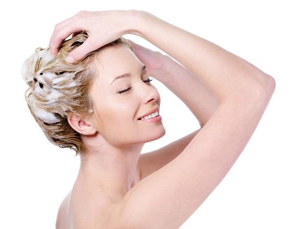 lavar el cabello largo