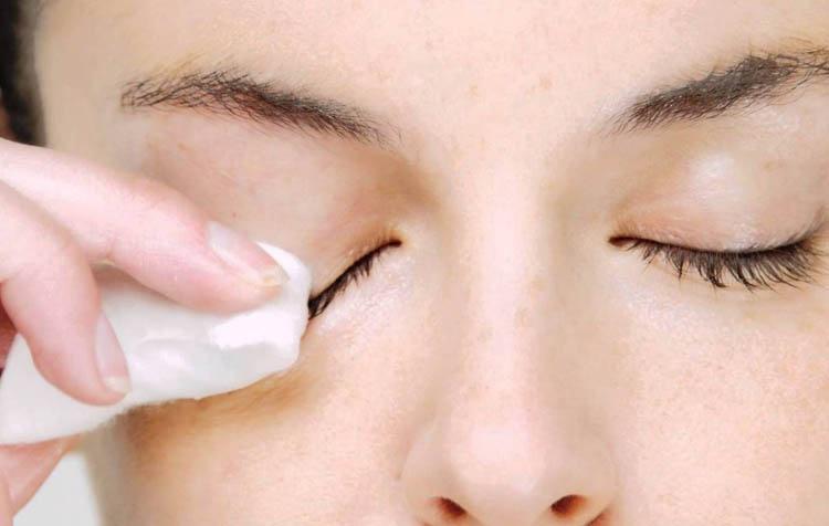productos naturales para desmaquillar los ojos