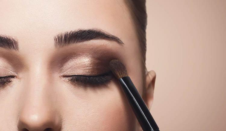 maquillaje de ojos para una cena de empresa