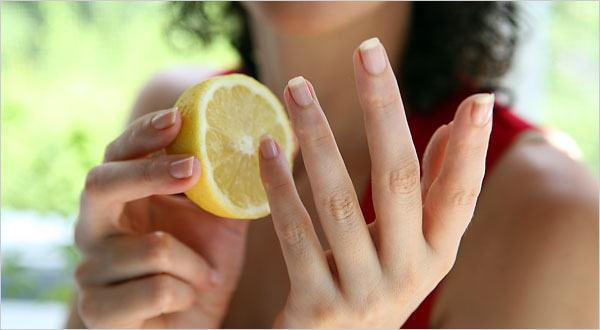 unas_amarillas_limon