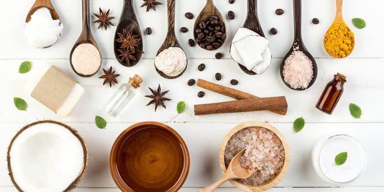 exfoliar la piel con ingredientes naturales