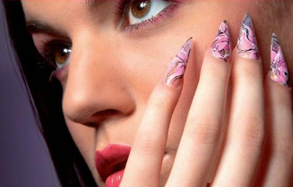 unas-pointy-nails