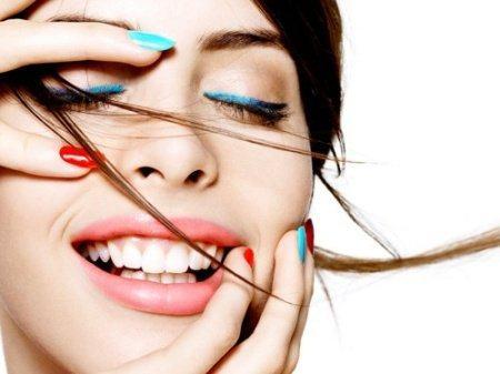 9e0a86160 Una de las tendencias de moda y maquillaje que se reinventa temporada tras  temporada, es la de los colores neón. Tanto en su versión flúor como en las  ...
