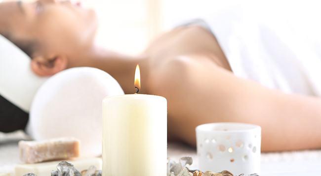 un bao relajante a la luz de las velas te ayudar a desconectar y liberar tensiones - Velas Aromaticas