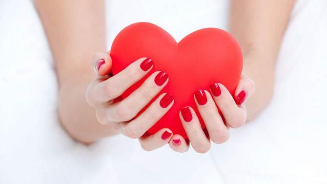 manicura de corazones