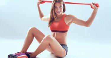 ejercicios de brazos con bandas elásticas
