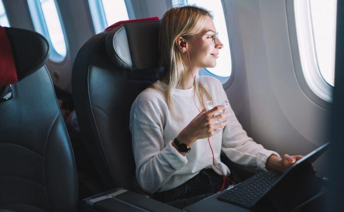 outfit para viajar en avión